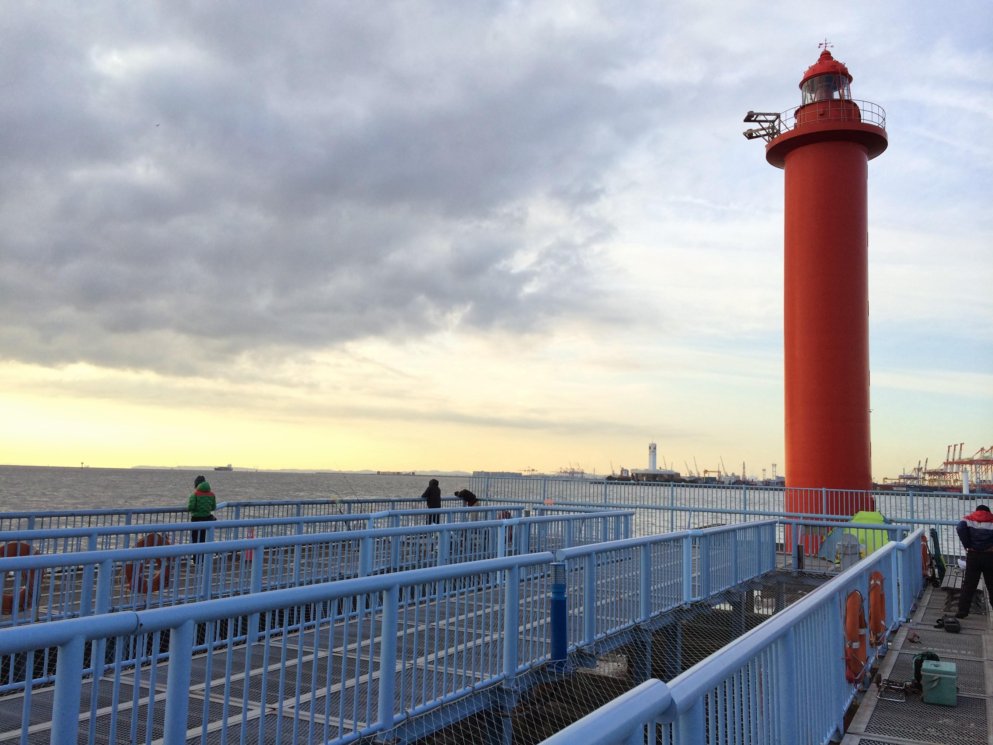 大黒海づり施設 赤灯台