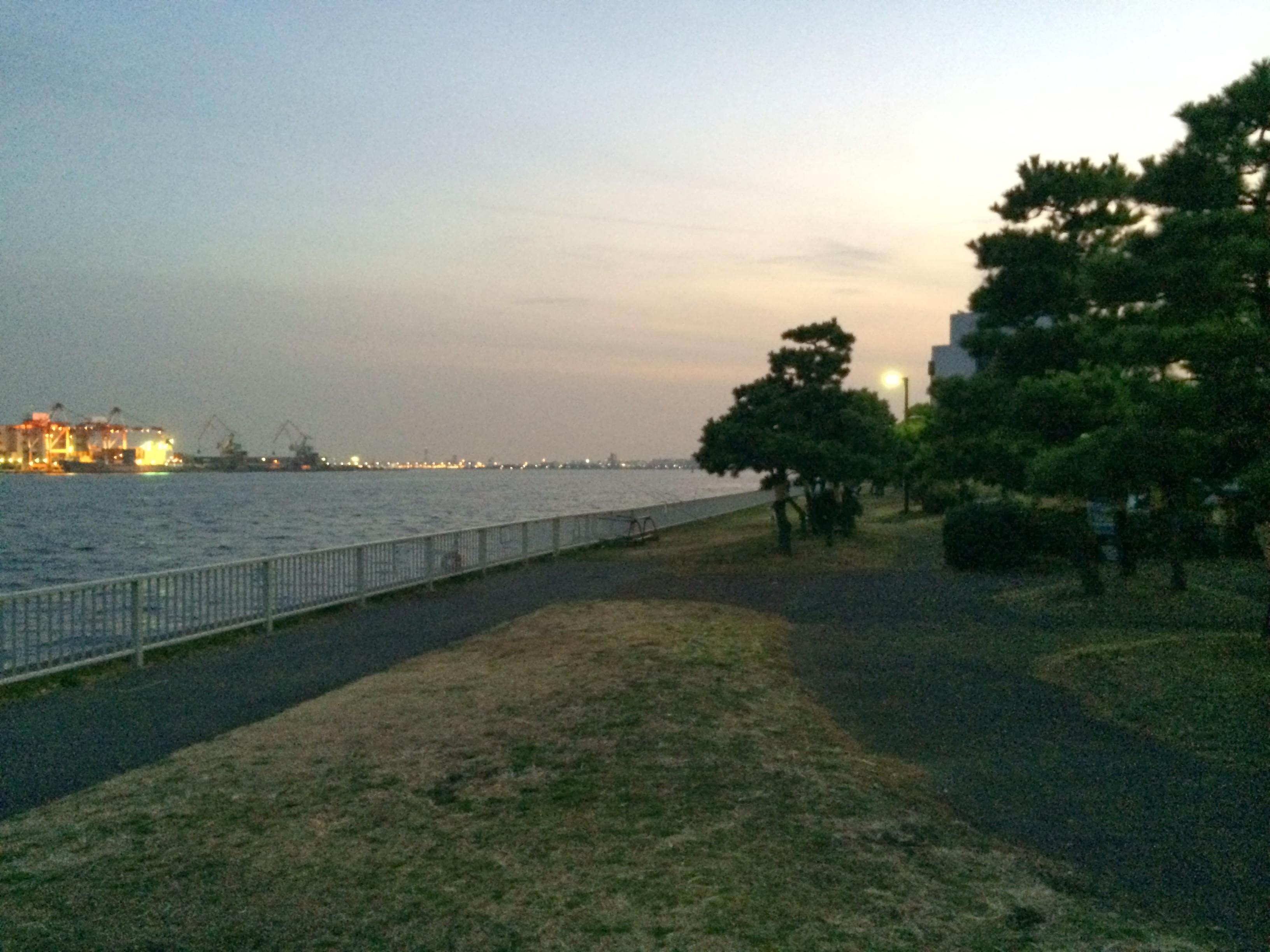 暁ふ頭公園 入り口付近