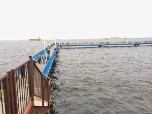 本牧海釣り施設 管理棟前