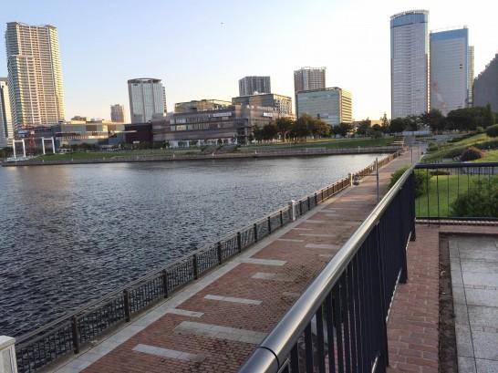 ガスの科学館前(春海橋公園) 左端付近